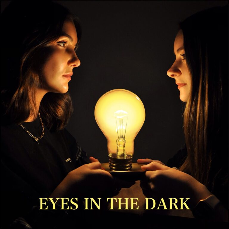 Podcast Eyes in the dark Cover